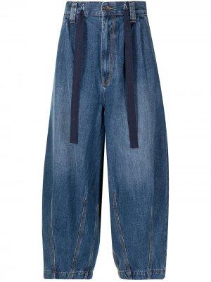 Укороченные джинсы широкого кроя FIVE CM. Цвет: синий