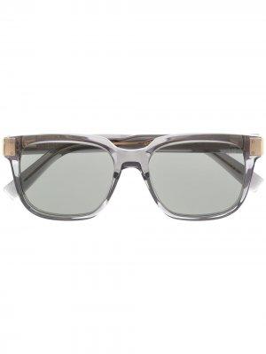 Солнцезащитные очки в прозрачной квадратной оправе Dunhill. Цвет: серый