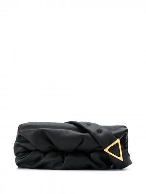 Сумка через плечо с треугольной пряжкой Bottega Veneta. Цвет: черный