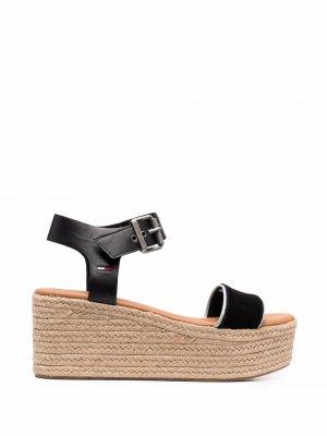 Сандалии Essential на платформе Tommy Jeans. Цвет: черный