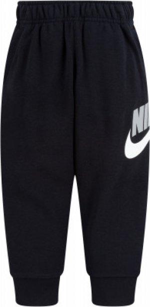 Брюки для мальчиков Club, размер 104 Nike. Цвет: черный