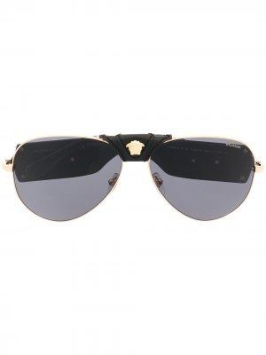 Солнцезащитные очки с декором Medusa Versace Eyewear. Цвет: черный