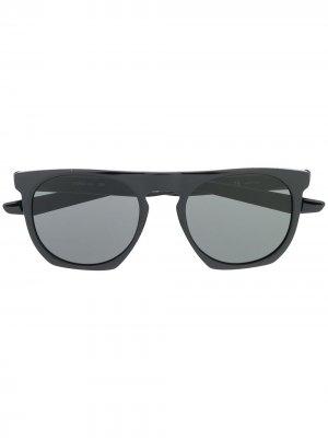 Солнцезащитные очки в прямоугольной оправе Nike. Цвет: черный