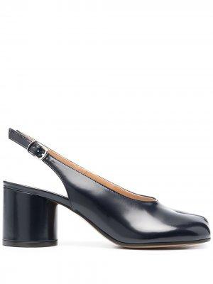 Туфли Tabi с ремешком на пятке Maison Margiela. Цвет: синий