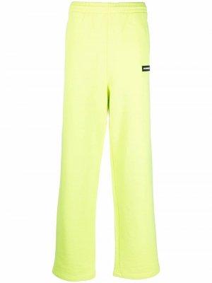 Спортивные брюки прямого кроя VETEMENTS. Цвет: желтый