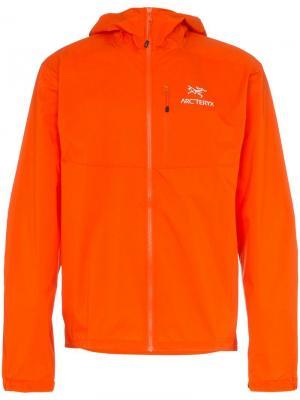 Куртка Squamish с капюшоном и логотипом Arc'teryx. Цвет: оранжевый