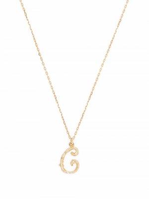 Колье Enchanted Twig Alphabet C из желтого золота Alex Monroe. Цвет: золотистый