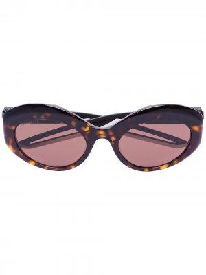 Солнцезащитные очки в овальной оправе Balenciaga Eyewear. Цвет: коричневый