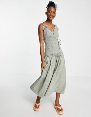 Платье макси с запахом на бретельках и присборенной талией из жатой ткани цвета хаки -Зеленый цвет ASOS DESIGN