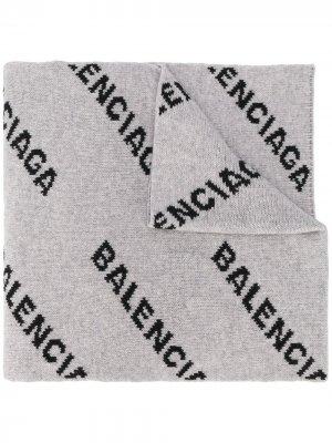 Intarsia logo oversized scarf Balenciaga. Цвет: серый
