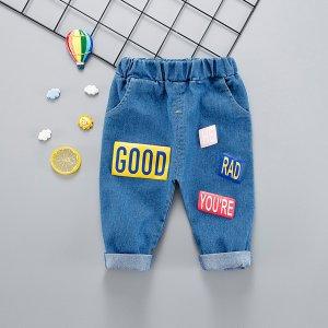 Джинсы с карманом и текстовой заплатой для мальчиков SHEIN. Цвет: синий
