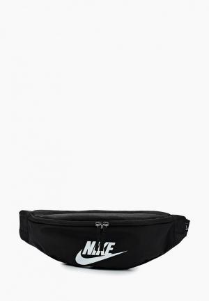 Сумка поясная Nike SPORTSWEAR HERITAGE HIP PACK. Цвет: черный