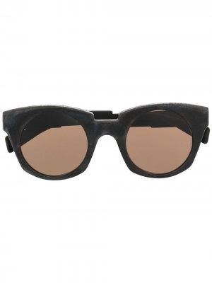 Солнцезащитные очки в массивной оправе кошачий глаз Kuboraum. Цвет: черный
