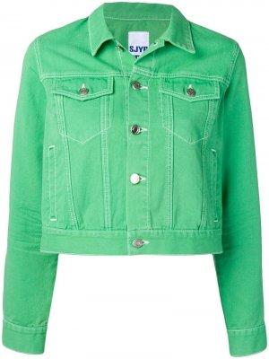 Укороченная джинсовая куртка SJYP. Цвет: зеленый