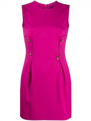 Короткое платье с декоративными булавками Versace. Цвет: розовый