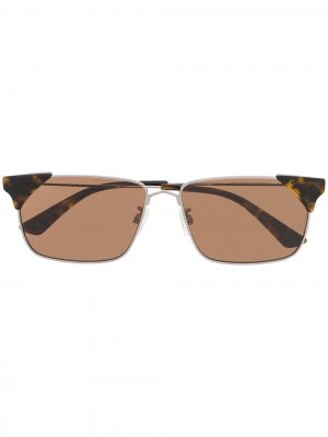 Солнцезащитные очки в прямоугольной оправе McQ Swallow. Цвет: черный