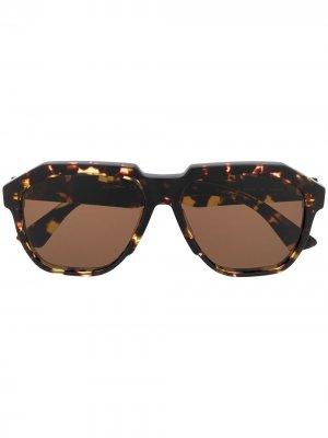 Солнцезащитные очки-авиаторы черепаховой расцветки Bottega Veneta Eyewear. Цвет: коричневый