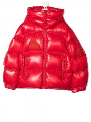 Блестящее дутое пальто Moncler Kids. Цвет: красный