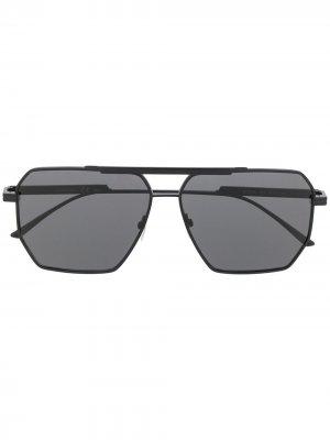 Солнцезащитные очки в оправе навигатор Bottega Veneta Eyewear. Цвет: черный