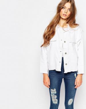 Укороченная джинсовая куртка с неподрубленной кромкой Hanna Waven. Цвет: белый
