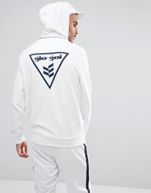 Худи белого цвета с логотипом и принтом на спине Gio Goi. Цвет: белый