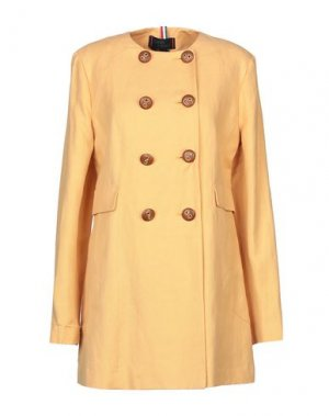 Легкое пальто FEMME. Цвет: абрикосовый