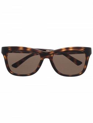 Солнцезащитные очки BB0151S в D-образной оправе Balenciaga Eyewear. Цвет: коричневый