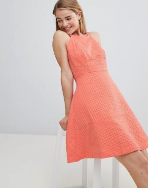 Фактурное короткое приталенное платье -Розовый Louche