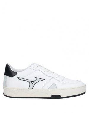 Низкие кеды и кроссовки MIZUNO. Цвет: белый