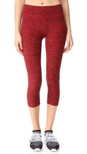 Леггинсы-капри из частично окрашенных волокон Beyond Yoga. Цвет: черный/красный чили