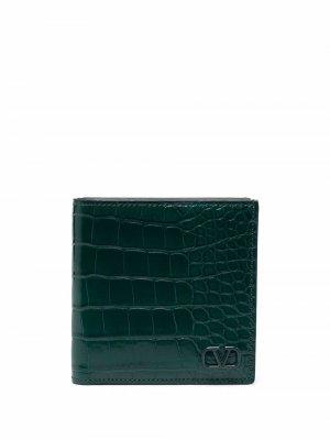 Бумажник с тиснением под кожу крокодила и логотипом Valentino Garavani. Цвет: зеленый