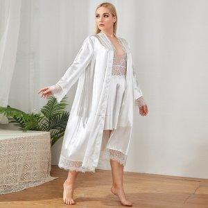 Атласная ночная рубашка большого размера с кружевной отделкой и глубоким v-образным вырезом круглым SHEIN. Цвет: белый