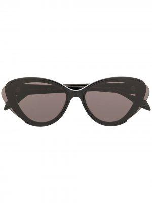 Солнцезащитные очки в оправе кошачий глаз Alexander McQueen Eyewear. Цвет: черный