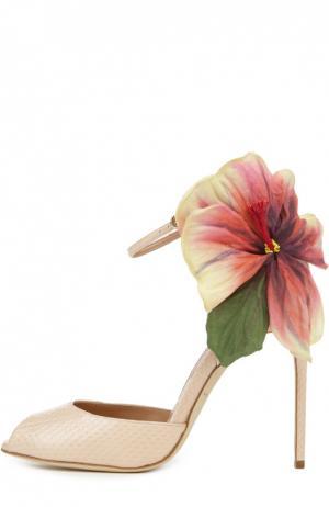Кожаные босоножки Flower Oriana на шпильке Brian Atwood. Цвет: бежевый
