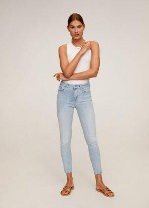 Укороченные джинсы скинни Isa - Mango. Цвет: светло-синий