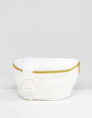 Белая сумка-кошелек на пояс с перфорацией Mi-Pac. Цвет: белый