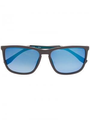 Солнцезащитные очки в квадратной оправе Fila. Цвет: серый