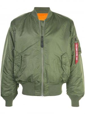 Куртка-бомбер оверсайз Alpha Industries. Цвет: зеленый