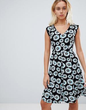 Короткое приталенное платье с цветочным принтом Louche. Цвет: черный