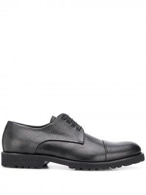 Туфли из зернистой кожи на шнуровке Baldinini. Цвет: черный