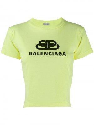 Укороченная футболка с логотипом Balenciaga. Цвет: зеленый