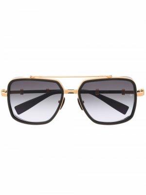 Солнцезащитные очки-авиаторы с эффектом градиента Balmain Eyewear. Цвет: золотистый