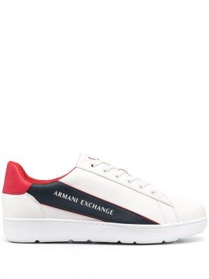 Кроссовки со вставками Armani Exchange. Цвет: белый