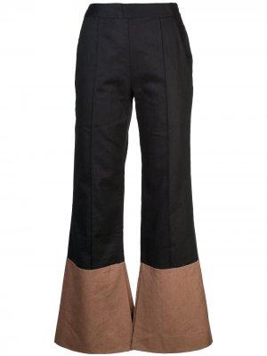 Расклешенные брюки Arias. Цвет: черный