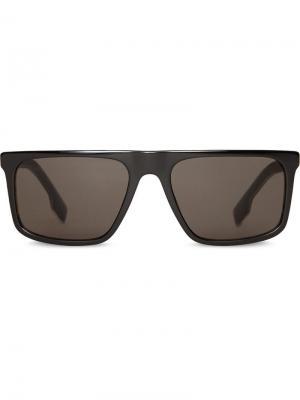 Солнцезащитные очки в трапециевидной оправе Burberry Eyewear. Цвет: черный