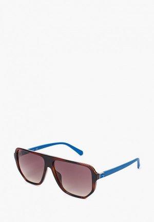 Очки солнцезащитные Guess. Цвет: коричневый
