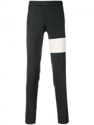 Классические брюки с контрастной полосой Thom Browne. Цвет: серый