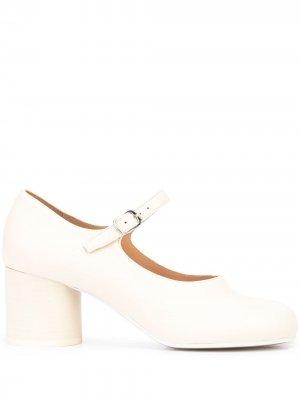 Туфли Tabi с ремешком на щиколотке Maison Margiela. Цвет: белый