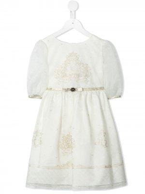 Платье с вышитым логотипом Lesy. Цвет: белый