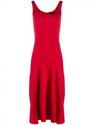 Расклешенное платье миди Versace. Цвет: красный
